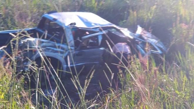 Caminhonete ficou parcialmente destruída após se envolver em acidente em Cardoso  — Foto: Votuporanga Tudo/Divulgação