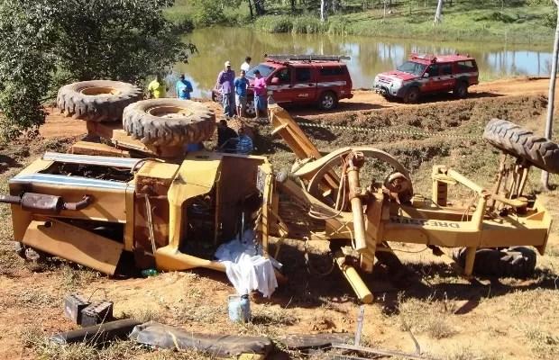 Homem morre esmagado por trator em que trabalhava em Guapó, Goiás (Foto: Divulgação/Corpo de Bombeiros)