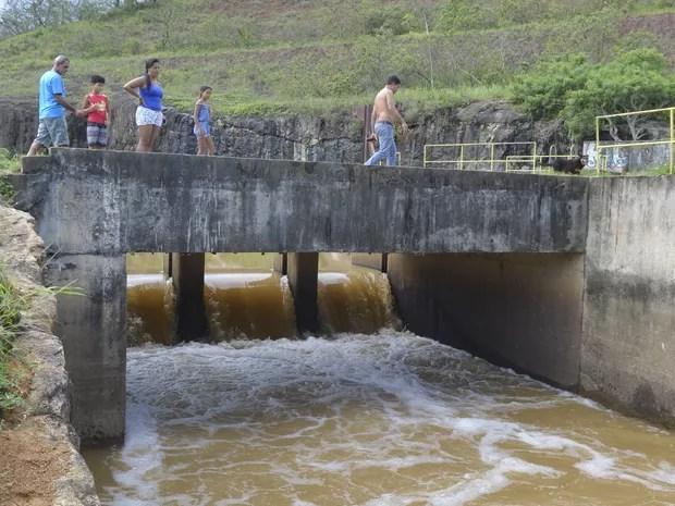 Estação de captação de água da Cesan no Rio Santa Maria  (Foto: Carlos Alberto Silva/ A Gazeta)