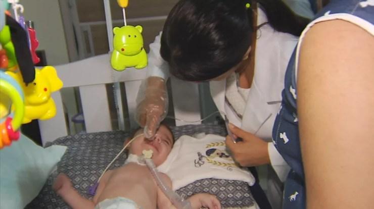 Criança diagnosticada com AME precisa de medicamento que custa cerca de R$ 350 mil a dose (Foto: Reprodução/TV TEM)