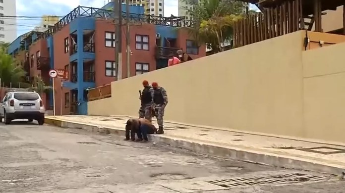 Suspeitos foram presos em Ponta Negra, mas não estavam com as ampolas de vacinas roubadas em posto de saúde de Natal. — Foto: Reprodução/Inter TV Cabugi