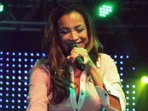 Cantora Séfora Araújo em show (Foto: Divulgação)