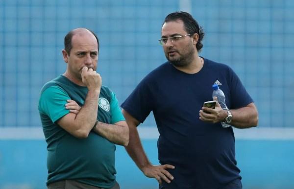 Cícero Souza, gerente de futebol, ao lado de Alexandre Mattos (Foto: Cesar Greco/Ag. Palmeiras)