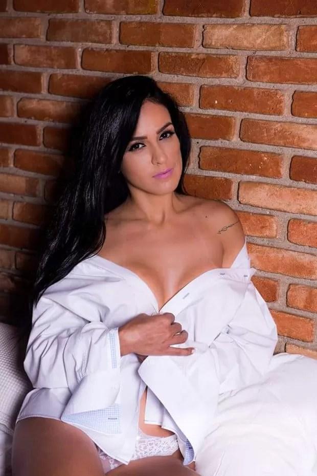Dai Macedo posa para ensaio sensual e faz topless (Foto: Baú da Bola/Ag. Fio Condutor)