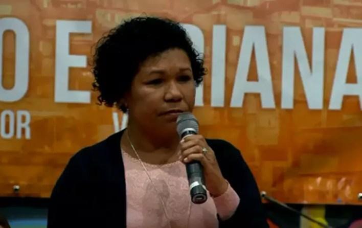 Vera Lúcia discursa em convenção do PSTU (Foto: Reprodução/TV Globo)