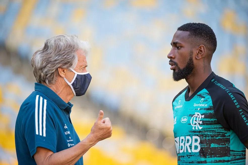 Jorge Jesus conversa com Gerson — Foto: Alexandre Vidal/Flamengo