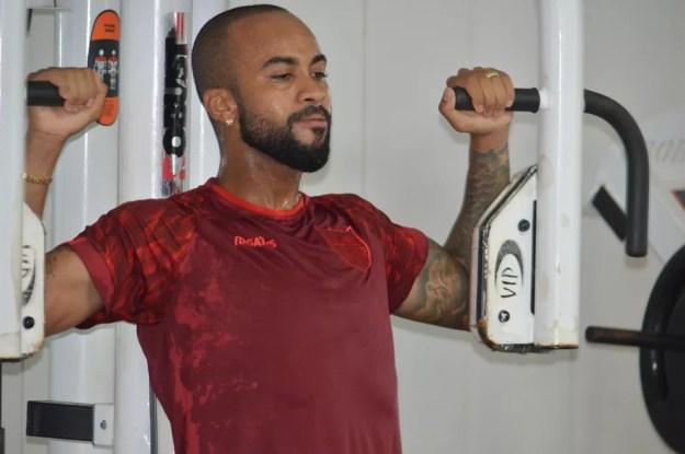 Wesley deve voltar ao meio-campo do CRB — Foto: Maxwell Oliveira/Ascom CRB