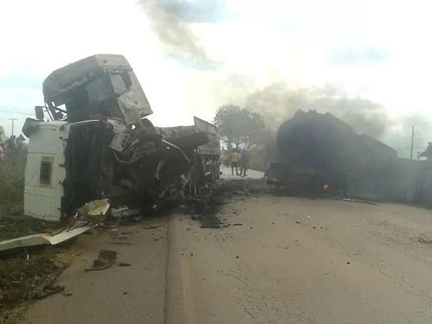 Motoristas morreram carbonizados na BR-364 (Foto: site Jangada MT)