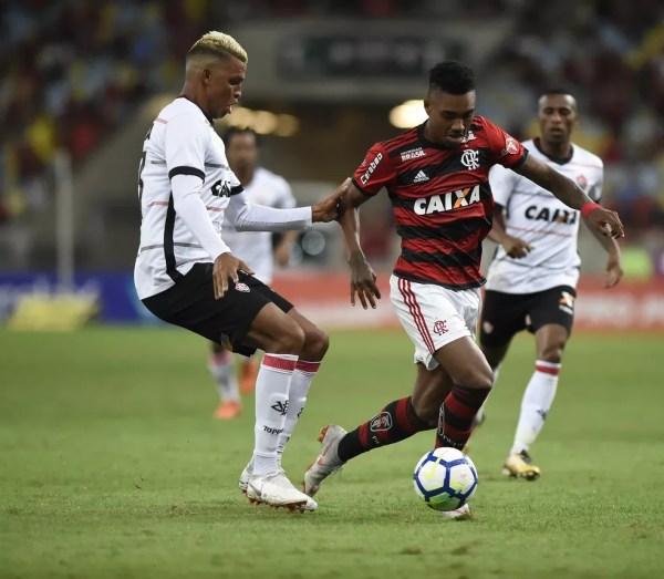 Vitinho teve melhor atuação com a camisa do Flamengo (Foto: André Durão)