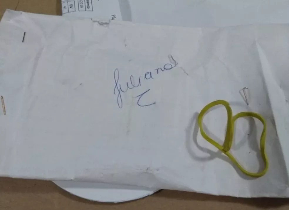 Envelope com dinheiro tinha o nome de Juliano — Foto: Arquivo pessoal