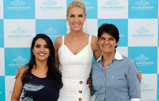 Samara de Oliveira e Helena Teixeira com a apresentadora e franqueadora Ana Hickmann (Foto: Divulgação)
