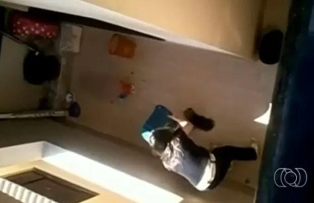Enfermeira agrediu até a morte cadela da raça yorkshire em Formosa, Goiás (Foto: Reprodução/TV Anhanguera)