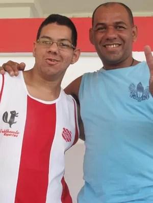 Confiantes, pai e filho alvirrubros apostam em vitória do Bangu e exaltam Almir (Foto: Gabriel Fricke / Globoesporte.com)