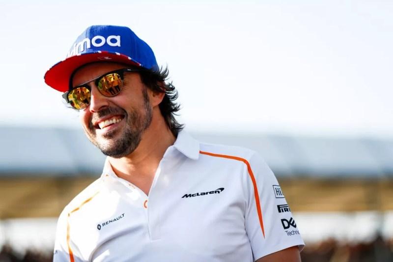 Fernando Alonso estará de volta no cockpit da McLaren — Foto: Reprodução/Twitter
