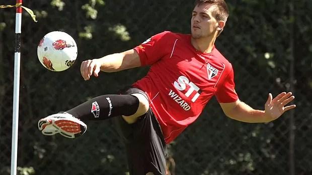 Rafael Toloi no treino do São Paulo (Foto: Luiz Pires / VIPCOMM)