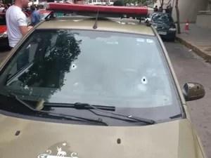Viatura da Brigada Militar foi alvejada pelos criminosos  (Foto: Brigada Militar / Divulgação)