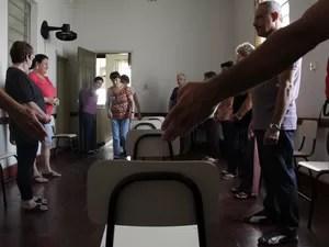 Passistas preparados para receber grupo de pessoas para o passe conjugado (Foto: Isabela Ribeiro/ G1)
