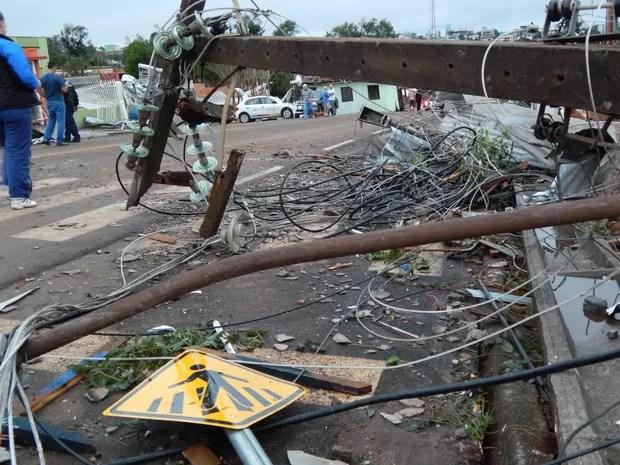 Dia 21: cidade ficou sem luz após tornado (Foto: Laion Espíndula/G1)