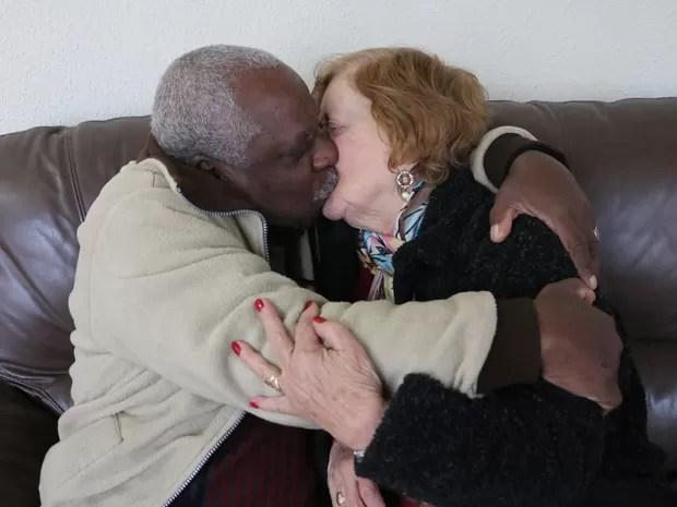 Paulo, 73 anos, e Shirlei, 79, são o único casal no Padre Cacique, em Porto Alegre (Foto: Rafaella Fraga/G1)