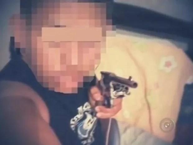 Adolescente foi apreendido pela polícia em casa (Foto: Reprodução/TV TEM)