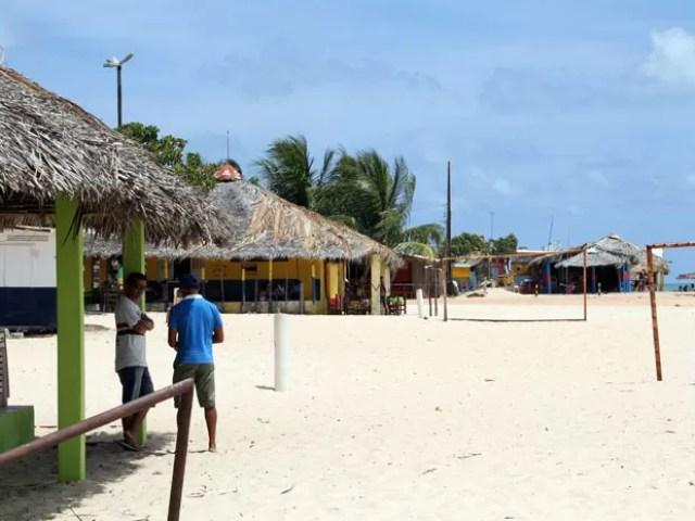 Praia de Pitimbu recebe ações do Projeto Orla (Foto: Francisco França/Jornal da Paraíba)