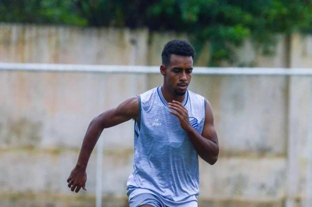 Ewerthon se despede do CSA no jogo desta terça-feira, contra o Botafogo — Foto: Augusto Oliveira/CSA