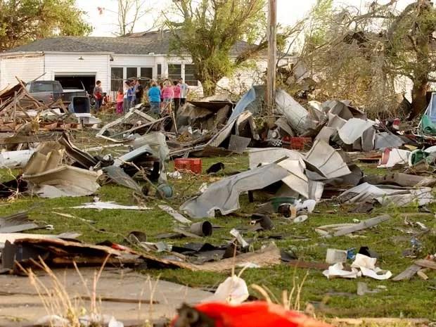 Tormenta arrasou o subúrbio de Little Rock, no Arkansas. (Foto: Danny Johnston / AP Photo)