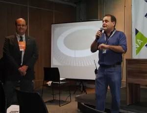 Alexandre Bueno, diretor da Cemig, e Otávio Góes, geremte de tecnólogia da Minas Arena (Foto: Tayrane Corrêa)