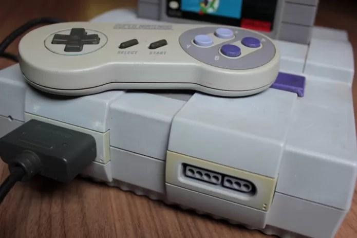 """Console vai ficando com aspecto """"encardido"""" pela oxidação do bromo, presente no plástico, e não por descuido do usuário  (Foto: (Foto: Filipe Garrett/TechTudo))"""