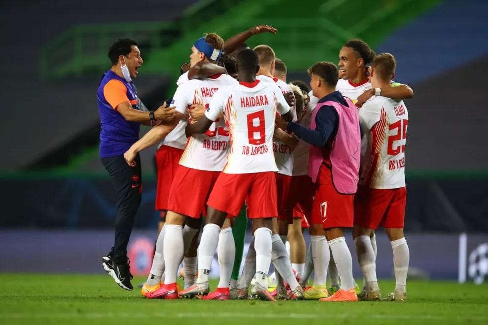 Jogadores do RB Leipzig comemoram vaga nas semifinais da Champions — Foto: Getty Images