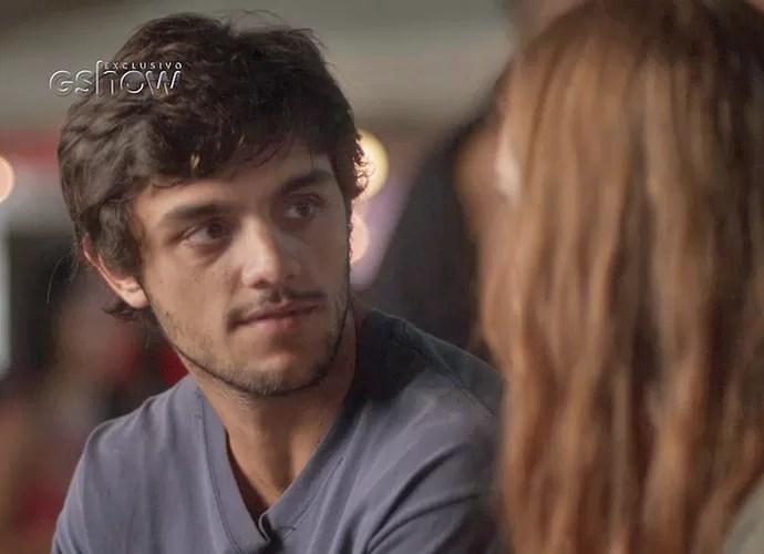 Jonatas quer voltar a morar em Curicica e convida Eliza para ir com ele (Foto: TV Globo)