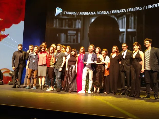 """Vencedores da categoria """"Institucional"""" recebem seu prêmio (Venceu a campanha da santa casa de porto alegre) (Foto: Karina Trevizan/G1)"""