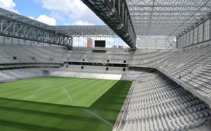Arena da Baixada já conta com dois telões (Foto: Divulgação/Site Oficial do Atlético-PR)