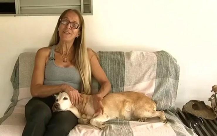 Ester Kishi adora animais e perdeu uma cachorra para a cinomose (Foto: Reprodução/TV TEM)