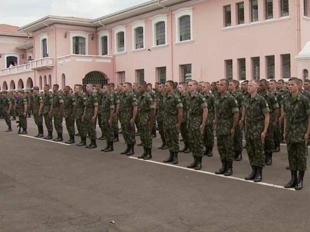 Cerimônia recebe novos alunos da Escola Preparatória de Cadetes do Exércio em Campinas (Foto: Reprodução EPTV)