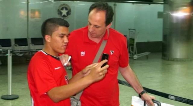 Rogério Ceni desembarque Cumbica (Foto: Marcelo Prado)