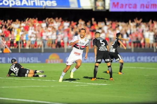 Nenê comemora o gol da vitória sobre o Corinthians, no Paulistão — Foto: Marcos Ribolli