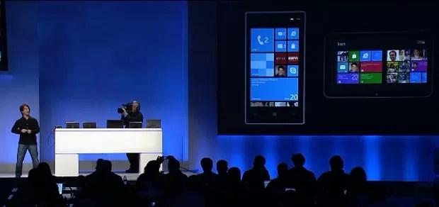 Executivo da Microsoft mostra como será a interface 'Metro' no Windows 8 para celulares (Foto: Reprodução)