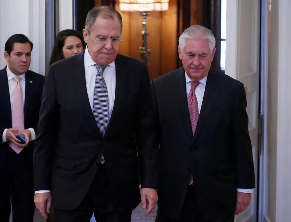 Chanceler russo, Sergei Lavrov, e o secretário de estado americano, Rex Tillerson, participam de encontro em Moscou, em 12 de abril (Foto: Maxim Shemetov/ Reuters)