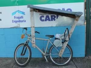 Bicicleta adaptada para Souza levar a filha até a escola (Foto: Ana Marin/G1)