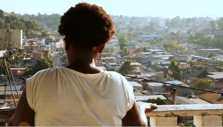 Moradora de Belford Roxo, no Rio de Janeiro, Simone de Souza conta os desafios de voltar a estudar na maturidade. Ela frequentava turmas de Educação de Jovens e Adultos (EJA) antes da pandemia, e teve que interromper os estudos. — Foto: Gustavo Wanderley/TV Globo