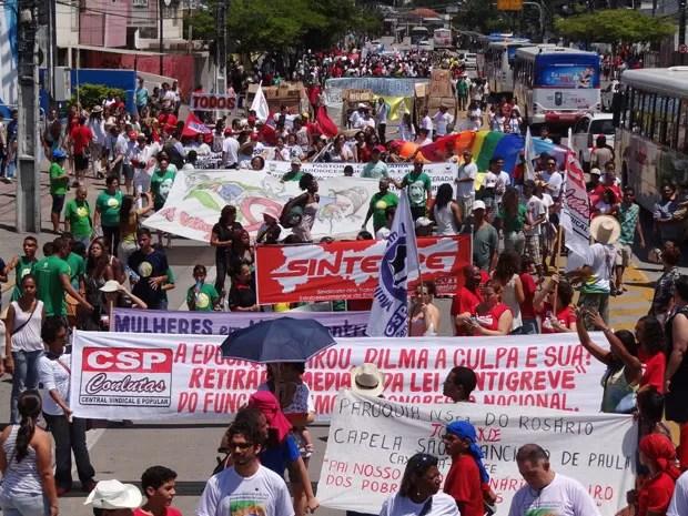 Milhares de pessoas tomam conta da Avenida Conde da Boa Vista, no Grito dos Excluídos (Foto: Luna Markman/G1)