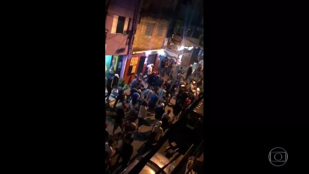 Nove pessoas morrem pisoteadas em tumulto após ação da Polícia Militar durante baile funk em Paraisópolis, em SP