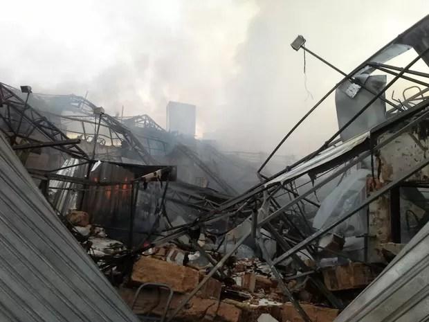 Loja fica destruída após incêndio. (Foto: (Foto: Ascom/CBM))