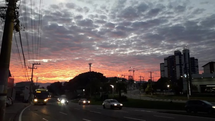 Amanhecer em Florianópolis nesta quarta-feira  — Foto: Odemar Andrade/ NSC TV