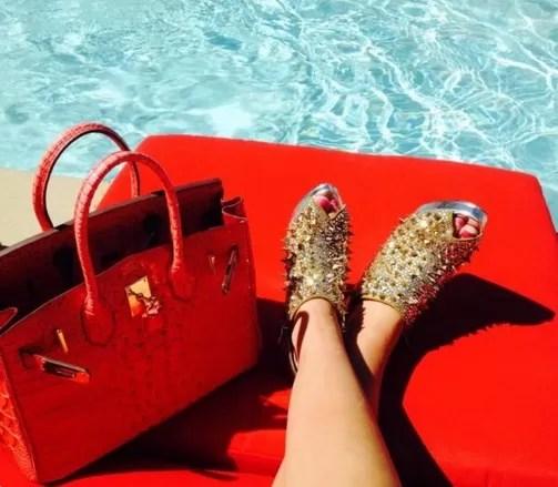 Curtindo luxo na piscina