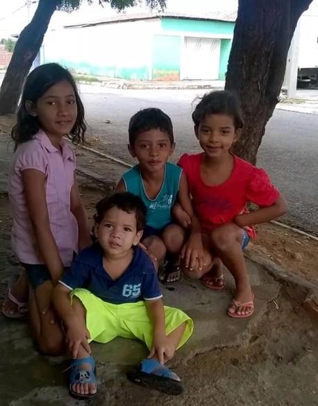 Quatro dos sete filhos da família de Lucimar e Flávio (Foto: Flávio Rodrigues/ Arquivo pessoal)