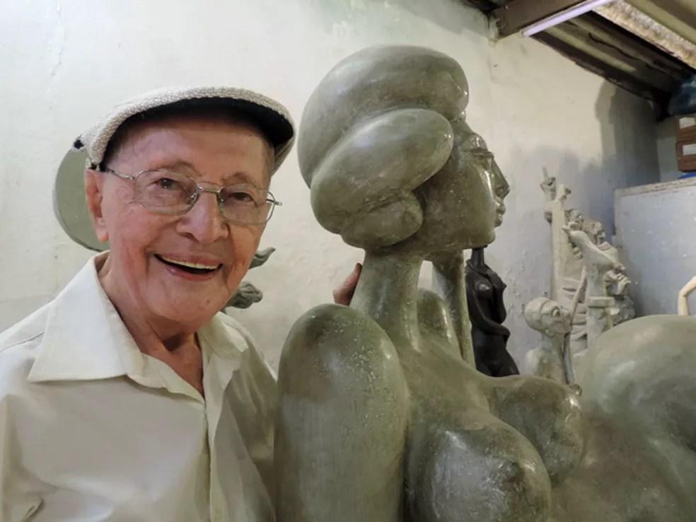 Apaixonado pela figura feminina, Abelardo da Hora fez uma série de esculturas de mulheres — Foto: Katherine Coutinho/G1/Arquivo