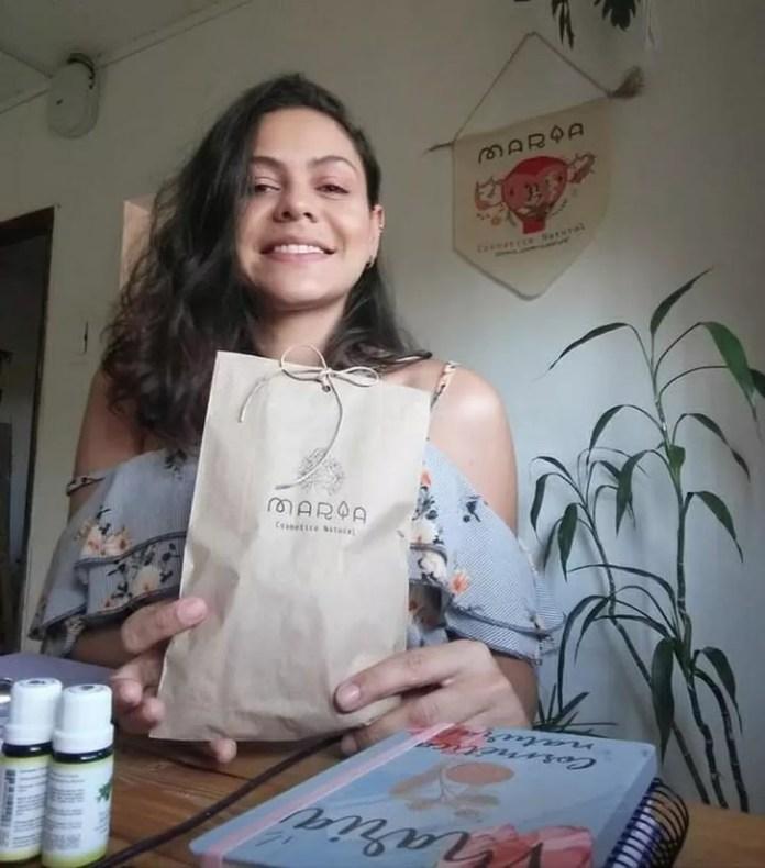 Ao ter dificuldade para achar produtos naturais no Acre, Jessica decidiu trabalhar com isso e mudar de profissão — Foto: Arquivo pessoal