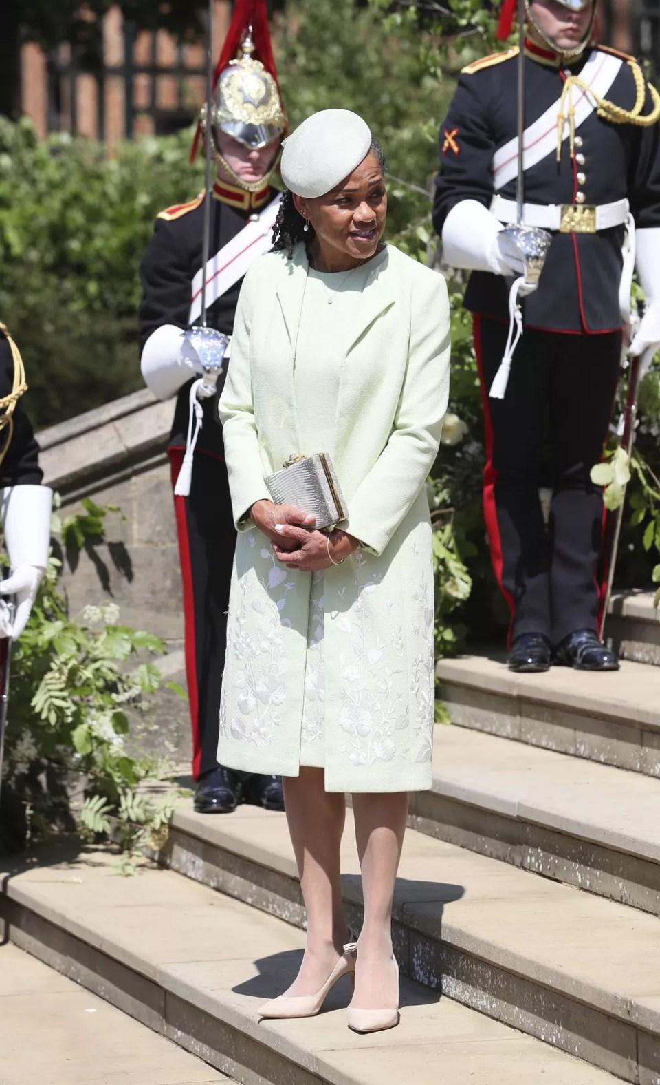 Doria Ragland, mãe de Meghan Markle, no Castelo de Windsor (Foto: Brian Lawless/pool photo via AP)